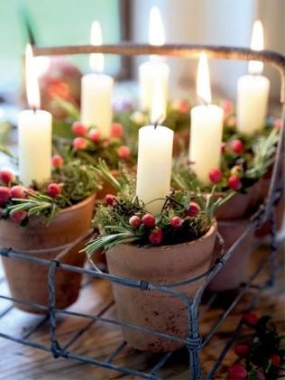 Petits pots de terre et bougieset