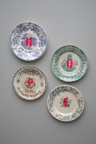 Assiettes anciennes fluo Madame La Broc