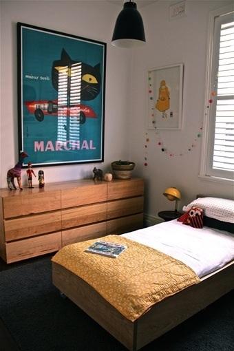 Affiche bleu canard dans une chambre enfant la for Chambre bleu canard