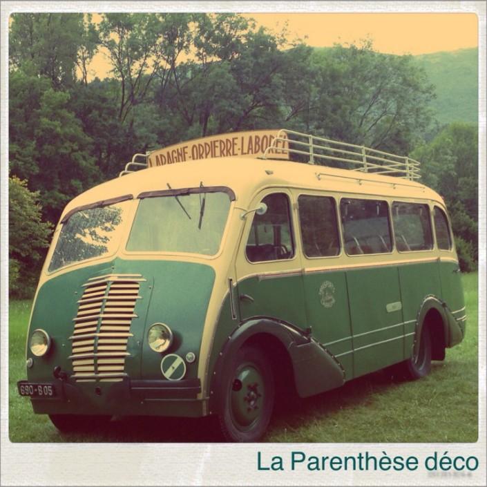 un car des années 50