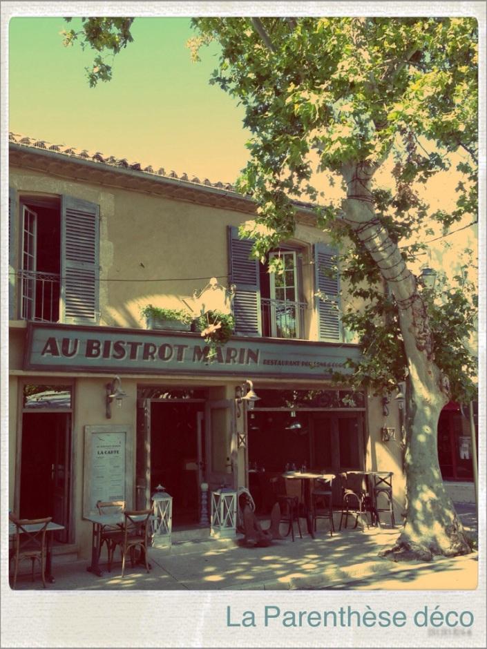 belle façade provençale de restaurant