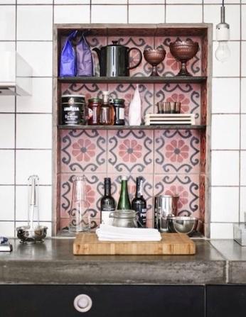 Des Carreaux de ciment, étagère dans une cuisine