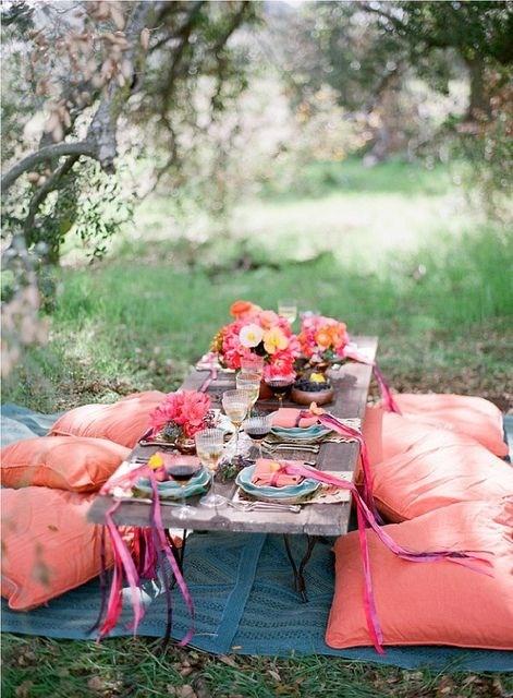 Déjeuner dans l'herbe, romantique rose et bleu