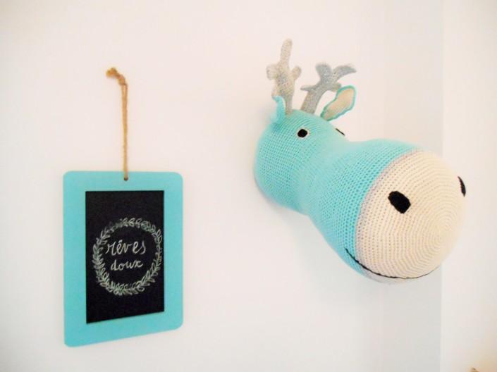 Tête de renne crochet Anne-Claire Petit et ardoise message chez la blogueuse de La Parenthèse déco