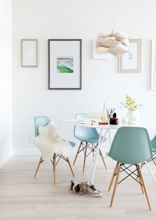 Chaise Eames et peau de mouton - La Parenthèse déco