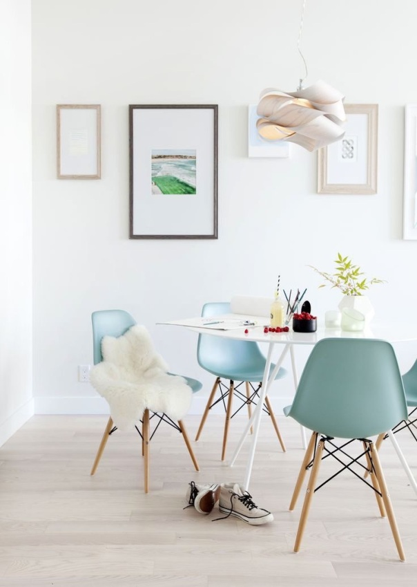 Chaise Eames et peau de mouton - La Parenthèse décp