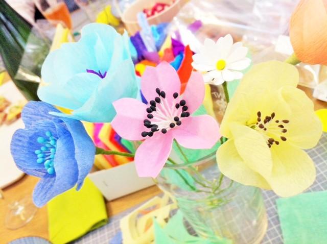 Fleurs en crépon DIY chez Adeline Klam, vu sur La Parenthèse déco