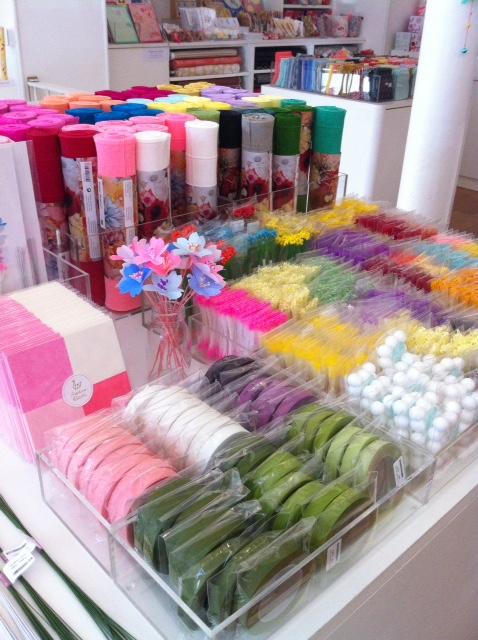 Un arc-en-ciel de couleurs pour les fleurs en papier DIY